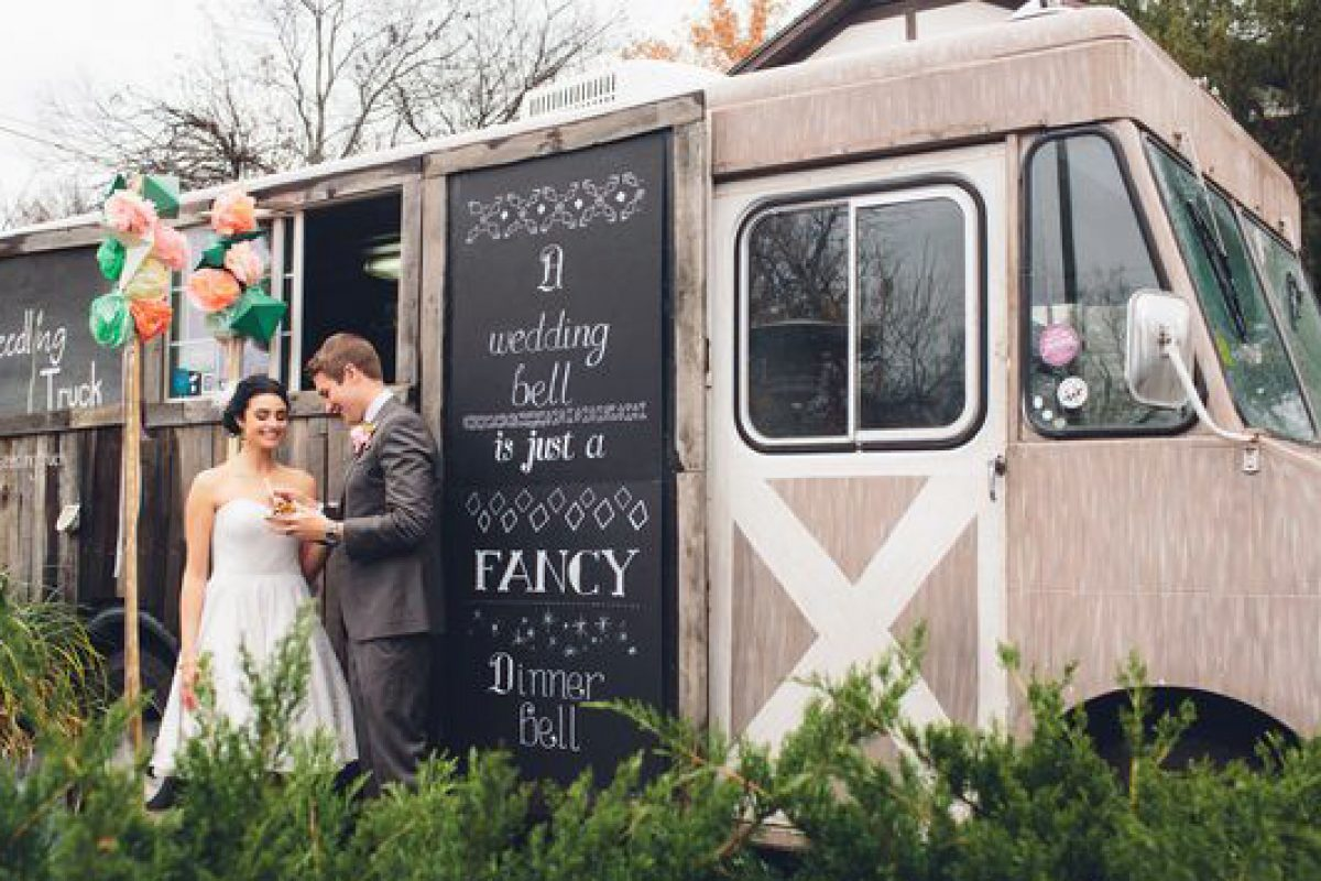 kAM2ChleRLWZUmgZaNGY_wedding-food-truck-catering